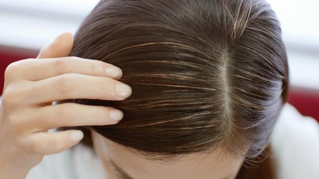 みんな気を遣って言わないだけ!?約8割の人があなたの 『キラ浮き白髪』 に気づいている!『キラ浮き白髪』の3大イメージは、「老けた」「疲れた」「手を抜いている」