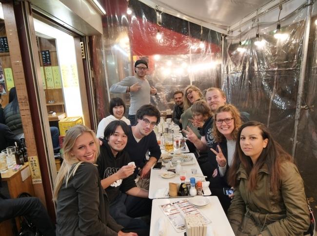訪日外国人旅行者にクールな日本文化体験を提供する東京バーホッピングナイトツアーが、トリップアドバイザーの東京×ナイトライフ部門で1位を獲得!