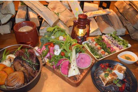 大宮の肉バルがグランピング料理 イノシシやシカなどジビエ料理も