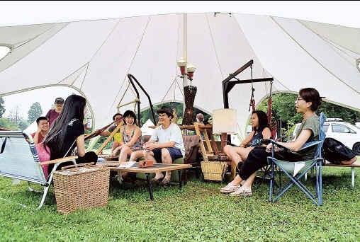 ぜいたく「グランピング」訪日客に人気 富士山麓